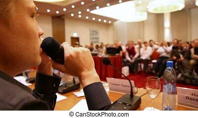 conférence, microphone, par, salle, parler, homme
