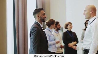conférence, poignée main, hommes affaires, business