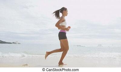 confiant, femme, rivage mer, courant