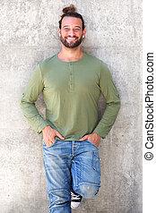 confiant, homme souriant, poches, mains