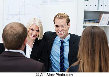 confiant, jeune, equipe affaires