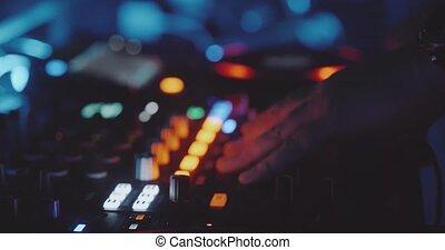 console, homme, mains, closeup, dj, nuit, jeu, club, musique, mélange