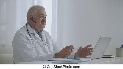 consultant, séance, ligne, bureau, privé, patient, ordinateur portable, telemedicine, clinique, conversation, médecin, utilisation, technologie