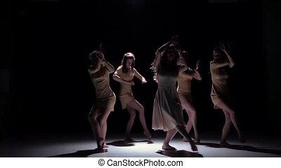 contemporain, mouvement, vêtements, cinq, noir, danse, gracieux, ombre, blanc, lent, danseurs