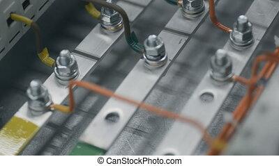 contrôle, électricien, electical, écrou, plante, feeds., sommet, électrique, serrer, box., puissance, inspecter, cabinet, fusible, clé, boîte, câble, constructeur, travail, installation, clé, ingénieurs, vue