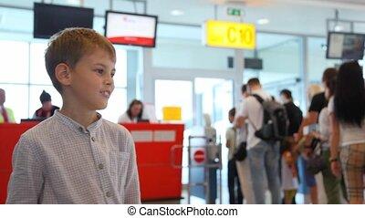contrôle, garçon, quelqu'un, aéroport, passeport, pourparlers