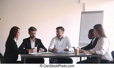 conversation, équipe, associé, éditorial, négociations, pendant, salle conseil administration