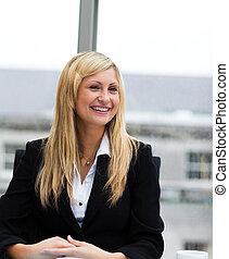 conversation, collègue, sourire, femme affaires, blond