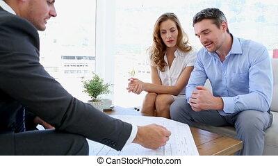 conversation, couple, leur, architecte