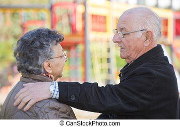 conversation, couple, personnes agées, profond