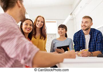 conversation, créatif, équipe bureau