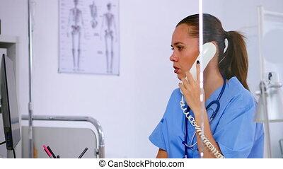 conversation, médecine, téléphone, healthcare, médecin, clinique, spécialiste
