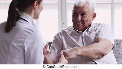 conversation, patient., retiré, heureux, infirmière, docteur, espèce, bavarder