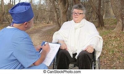 conversation, personne agee, docteur, patient