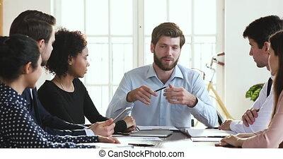 conversation, réunion, multiethnic, directeur, instruire, homme affaires, divers, groupe, ouvriers