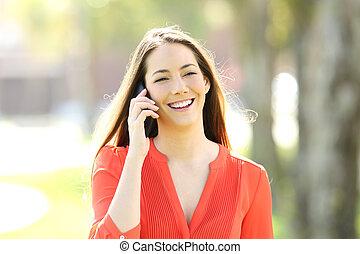 conversation, téléphoner femme, appeler, dehors