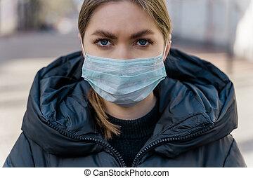coronavirus, masque, vide, portrait, protecteur, européen, streets., protection., touriste, covid-19, porter, femme, pandémie, jeune