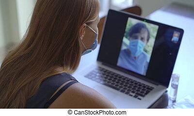 coronavirus, par, séance, self-isolation, concept, distancing, maison, pendant, communication visuelle, quoique, pourparlers, period., femme, social, elle, jeune