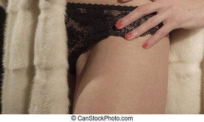 corps, femme, manteau fourrure, jeune, lingerie, closeup, femme, partie, posing.