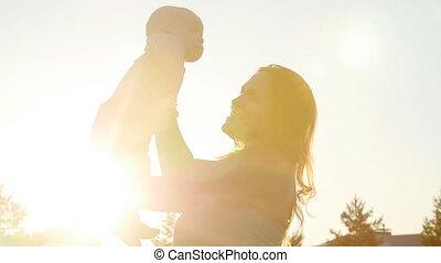 coucher soleil, enfant, silhouette, mère