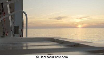 coucher soleil, mer ouverte, pont, vue, en mouvement, croiseur, ship.