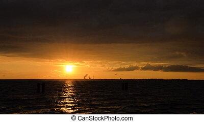 coucher soleil, nuages, tonnerre