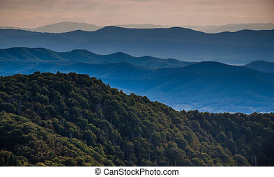 couches, dorsale bleu, virginia., montagnes, national, shenandoah, parc, pierreux, dorsale, vu, montagne, homme