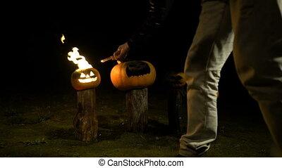 couleur, halloween, rigolote, dusk., lent, bûche, fâché, fumée, brume, champ, grand, potiron orange, steam., brûler, exhales, brûler, potirons, homme, effrayant, obscurité, arbre, respire, mouvement, flamme, ensembles