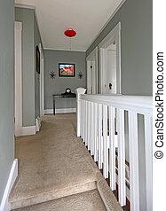 couloir, carpet., gris, balustrade, baige, blanc