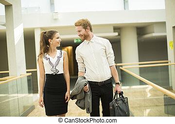couloir, couple, jeune, business