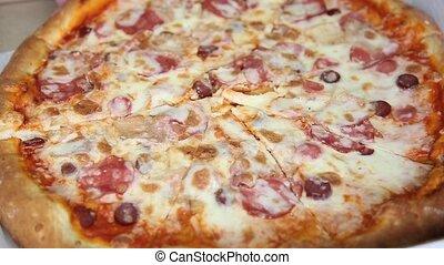 couper, coup, prend, sommet, mains, pizza, vue