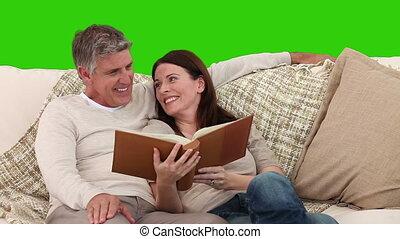 couple, album, mignon, regarder, personnes agées