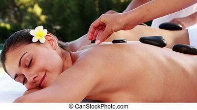 couple, apprécier, pierre, chaud, masage