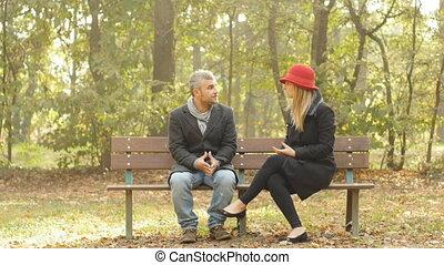 couple, avoir, baston, asseoir, banc