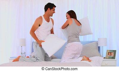 couple, avoir, baston, oreiller, heureux