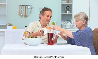 couple, avoir, milieu, déjeuner, vieilli