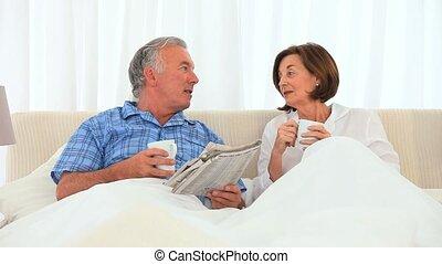 couple, avoir, tasse, personnes agées, thé