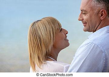 couple, bord mer, sourire, mûrir