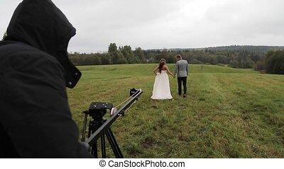 couple, champ, appareil photo, derrièrede la scène, mariage, vidéo, grue, tir
