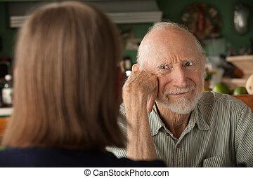 couple, concentrer, maison, personne agee, fâché, homme