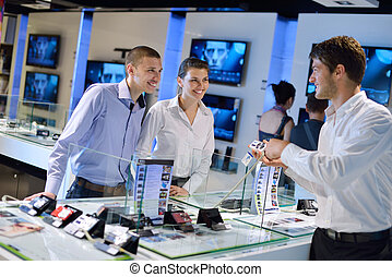couple, consommateur, jeune, magasin, électronique