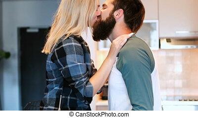 couple, cuisine maison, baisers, 4k