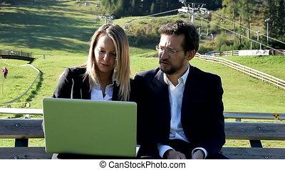 couple, discussion affaires