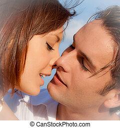couple, engagement, mariage, baisers, ou, aimer