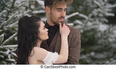 couple, forêt, caresser, jeune