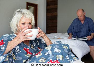 couple, getting-up, personnes agées