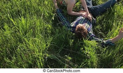 couple, herbe, amour, mensonge