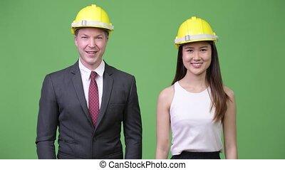 couple, ingénieurs, ensemble, business, multi-ethnique