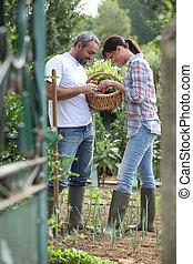 couple, jardin, bottes
