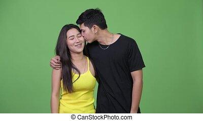couple, jeune, autre, asiatique, chaque, baisers